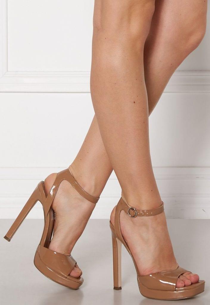 steve madden luv sandal camel patent