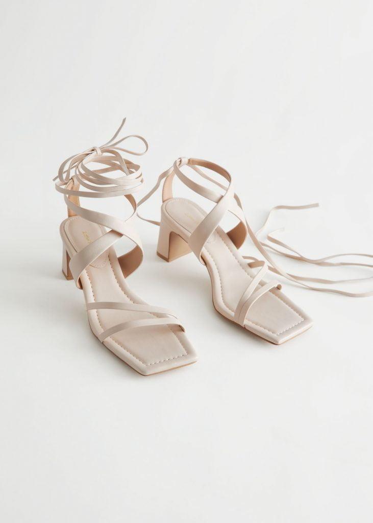 sandaletter beige remmar